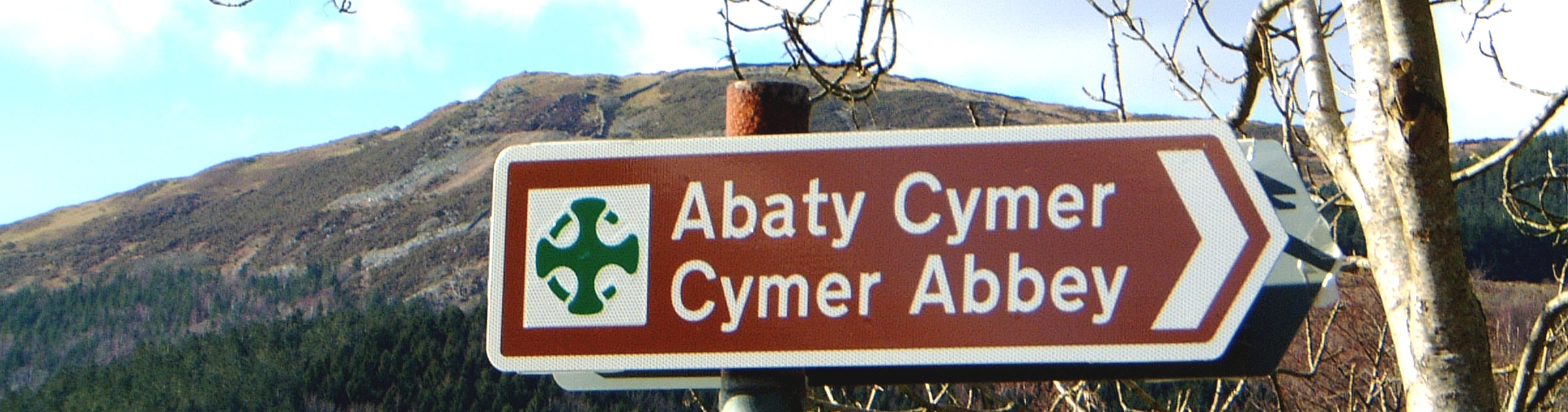 Signpost to Cymmer