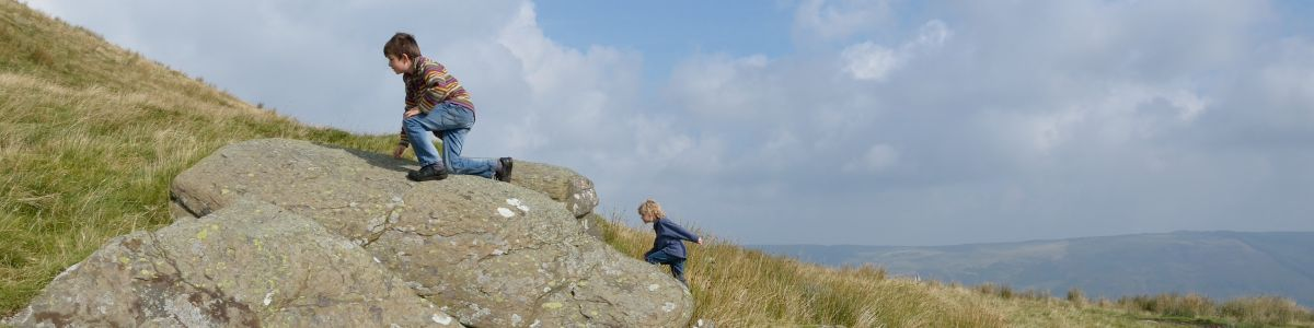 Children on the crags above Bwlch y Clawdd