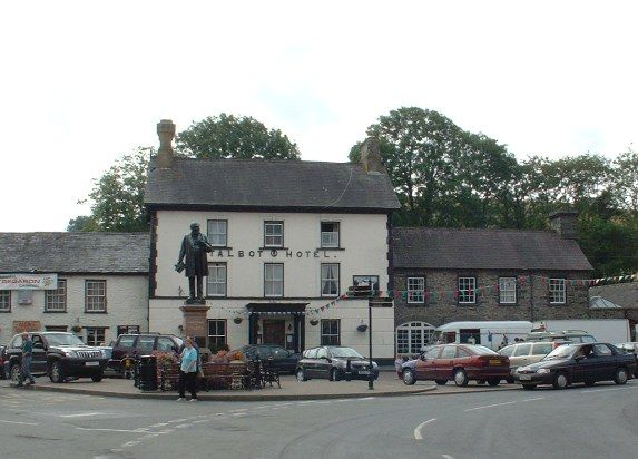 Henry Richards' statue and the Talbot Hotel, Tregaron